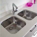 Lavabo della cucina con due vasche